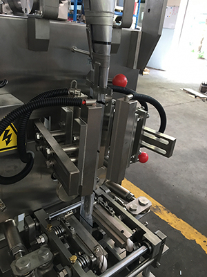 Vertical Form Fill Seal Machine (Auger Filling)